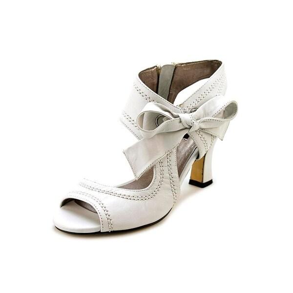 Array Scarlet Women Open Toe Leather White Sandals