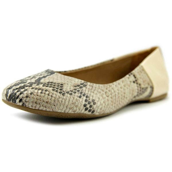 Tkees Raleigh Women  Round Toe Leather Ivory Ballet Flats