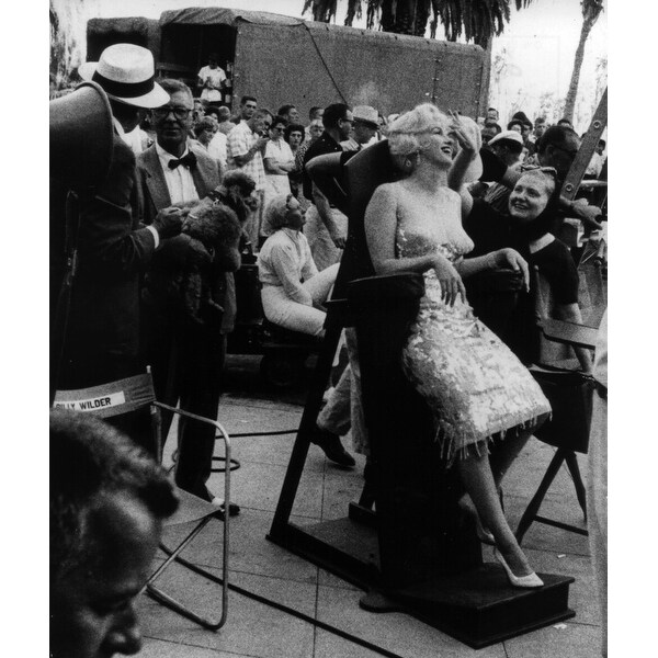2ddb4557f54 Shop Marilyn Monroe and Paula Strasberg on the set of Some Like It Hot  Photo Print - Free Shipping On Orders Over $45 - Overstock - 25398924