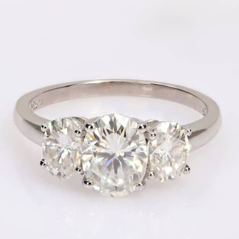 Miadora 2 1/4ct DEW Oval-cut Moissanite 3-Stone Engagement Ring in Sterling Silver