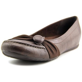 Easy Street Cam N/S Round Toe Leather Flats