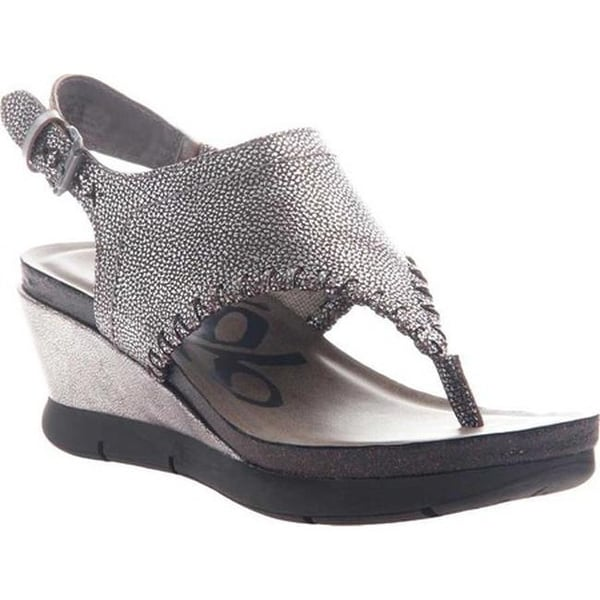 59aee82c2 Shop OTBT Women s Meditate Thong Sandal Silver Leather - Free Shipping Today  - Overstock - 20747100
