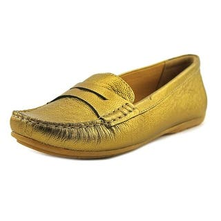 Clarks Narrative Doraville Nest Women Moc Toe Leather Loafer https://ak1.ostkcdn.com/images/products/is/images/direct/34704c10172b7f6d030eb8fdde5905da09dc3368/Clarks-Doraville-Nest-Women-Moc-Toe-Leather-Gold-Loafer.jpg?impolicy=medium
