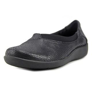 CLARKS Womens Sillian Jetay Closed Toe Loafers
