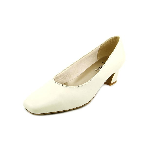 Life Stride Jade Women Bleach Ivory Pumps