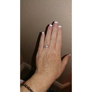 De Couer 10k Rose Gold 1/10ct TDW Wedding Band - Pink