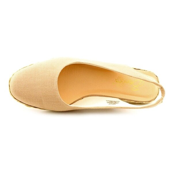 Beacon Womens Eastport Closed Toe Casual Slingback Sandals. Opens flyout.