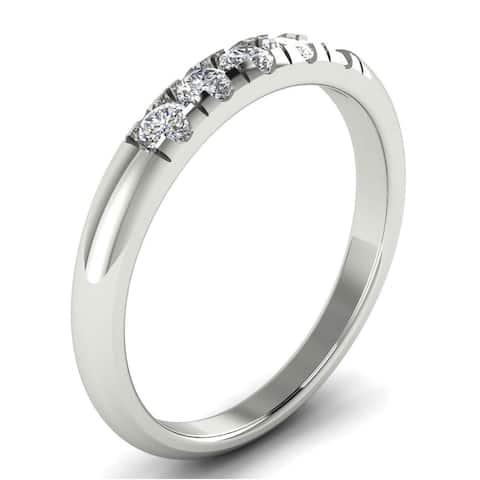 0.25 CT Five-Stone Round Cut Split Prong Diamond Wedding Band in 14KT