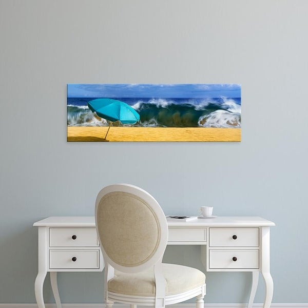 Easy Art Prints Panoramic Image 'Beach umbrella, Halawa Beach Park, Halawa Bay, Island of Molikai, Hawaii' Canvas Art