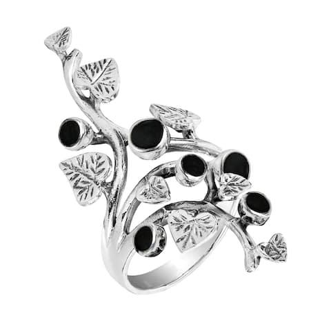 Handmade Beautiful Vine Leaf Round Black Onyx Sterling Silver Ring (Thailand)