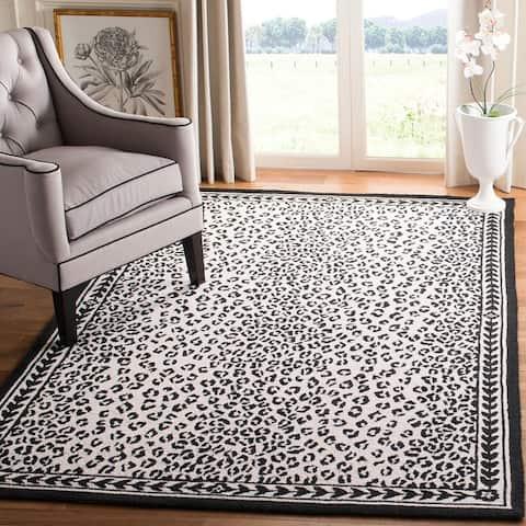 SAFAVIEH Hand-Hooked Chelsea Cayla Leopard Wool Rug