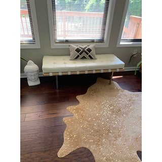 """Contemporary Tan/ Gold Faux Cowhide Rug with Metallic Accents - 3'10"""" x 5'"""