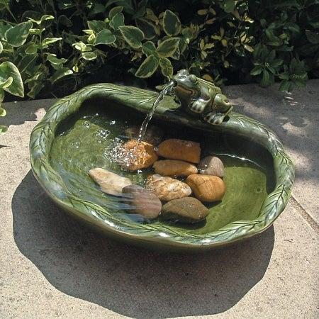 Smart Solar 22300R01 Ceramic Solar Frog Fountain - Glazed Green