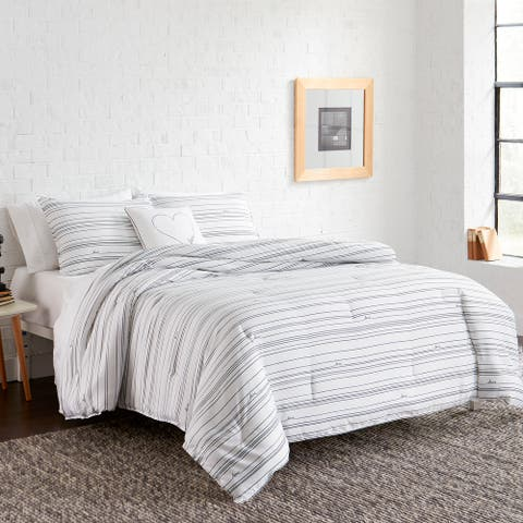ED-Ellen DeGeneres Staggered Love Comforter Set