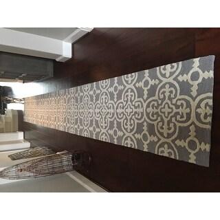 "Safavieh Hand-Tufted Cambridge Silver/ Ivory Wool Rug - 2'6"" x 20'"