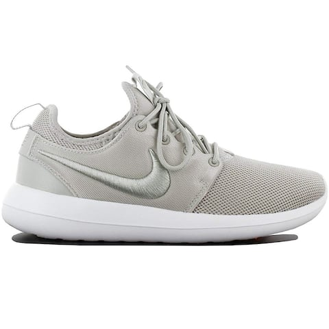 Nike Womens Roshe Two Leather Low Top Lace Up Basketball Shoes