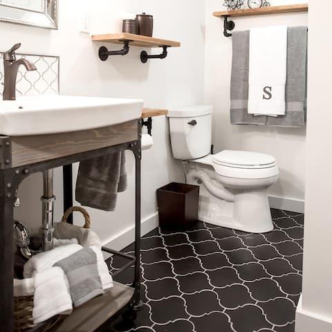 "SomerTile Provenzale Lantern Black 8"" x 8"" Porcelain Floor and Wall Tile"