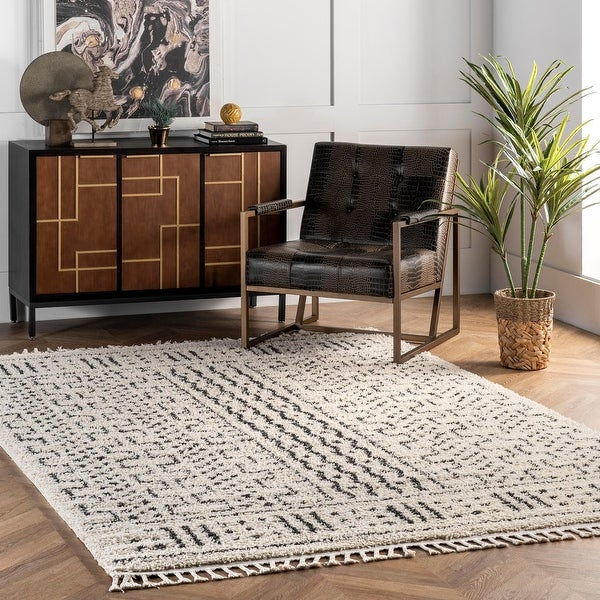 nuLOOM Off-white Contemporary Chic Aztec Shag Rug. Opens flyout.