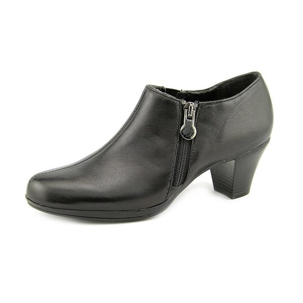 Munro American Taylor Women SS Round Toe Leather Black Bootie