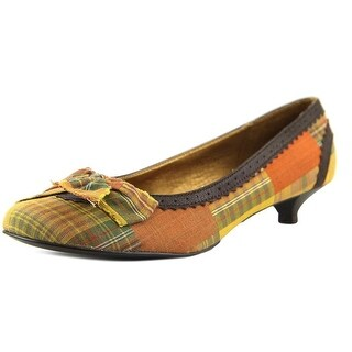 Chinese Laundry Womens CRYSSA Closed Toe Classic Pumps