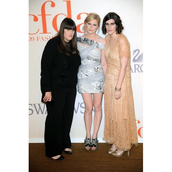 Shop Kate Mulleavy Kirsten Dunst Laura Mulleavy At Arrivals For The 2009 Council Of Fashion Designers Of America Cfda Fashion Awards Overstock 24413685