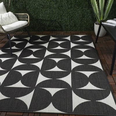 Camille Modern Geometric Indoor/Outdoor Area Rug