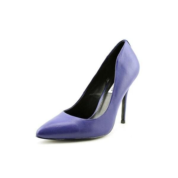 Steve Madden Galleryy Round Toe Leather Heels