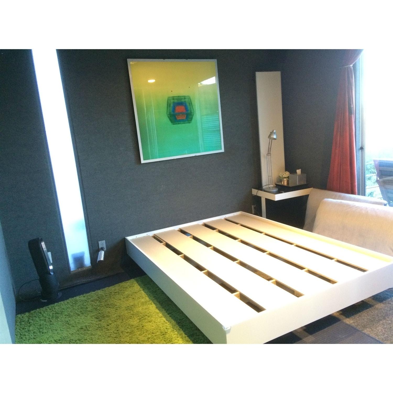 Modern Floating Style White Platform Bed Frame In Full Size On Sale Overstock 29063050