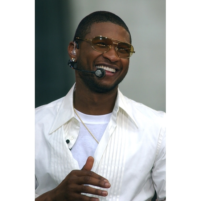 Shop Usher Performs On The Abc Good Morning America Bryant Park Concert Series July 30 2004 In New York Celebrity Overstock 24412375