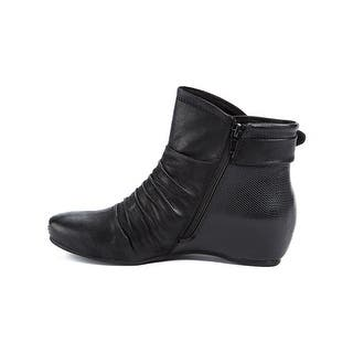e09c143735e Buy Bare Traps Women s Boots Online at Overstock