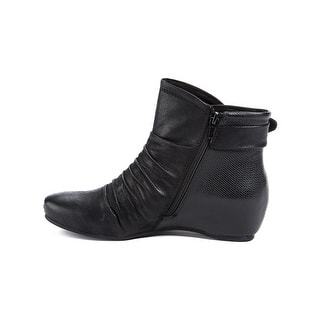 85ceb9489a22 Buy Bare Traps Women s Boots Online at Overstock