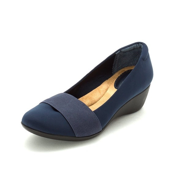 Giani Bernini Womens Grandie Closed Toe Wedge Pumps