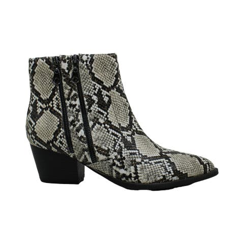 Guess Womens Indiee Closed Toe Ankle Chelsea Boots