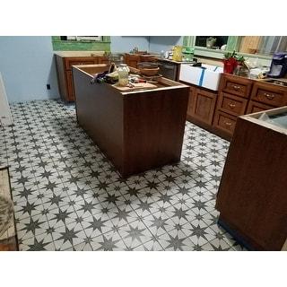 SomerTile 17.63x17.63-inch Royals Estrella Nero Ceramic Floor and Wall Tile (11.02 sqft./case)