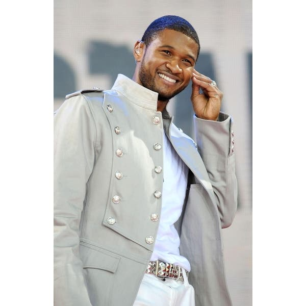 Shop Usher On Stage For Abc Gma Concert With Usher Bryant Park New York Ny May 30 2008 Photo By Kristin Callahaneverett Collection Ce Overstock 24419635