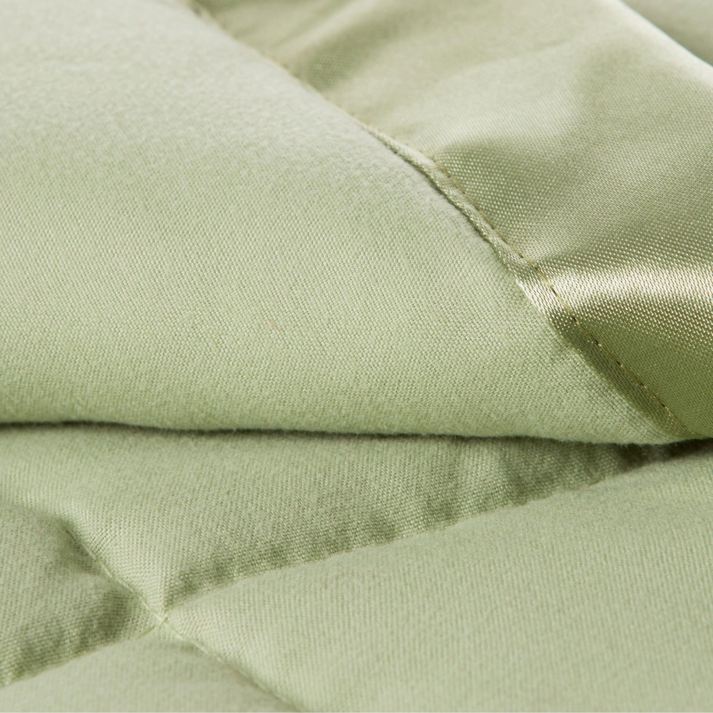 Solid Colored Microfiber Down Alternative Blanket