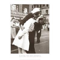 ''Kissing the War Goodbye'' by Victor Jorgensen New York Art Print (14 x 11 in.)