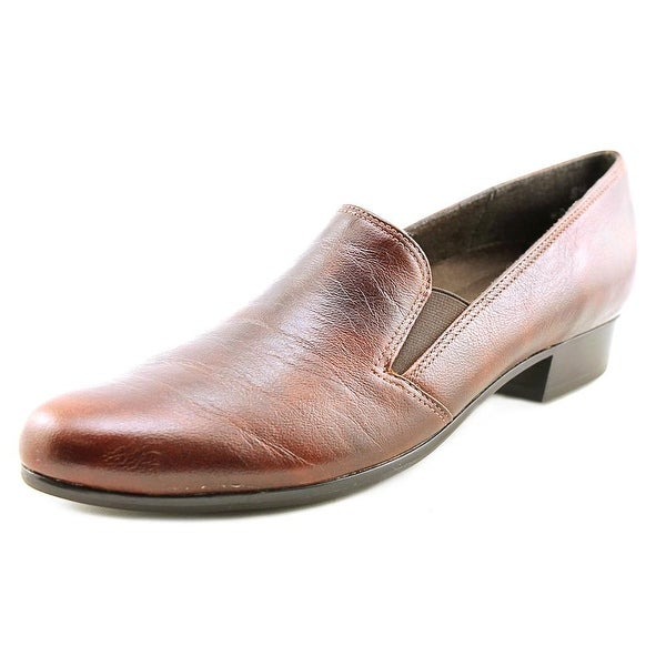5990f555c4c Shop Munro American Hailey Women SS Round Toe Leather Loafer - Free ...