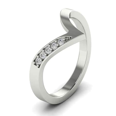 0.06 CT Prong-Set Curved Round Cut Diamond Wedding Band in 14KT