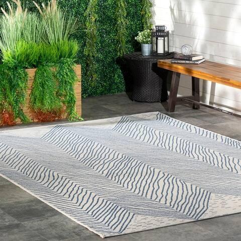 nuLOOM Indoor/Outdoor Geometric Wavy Chevron Blue Rug