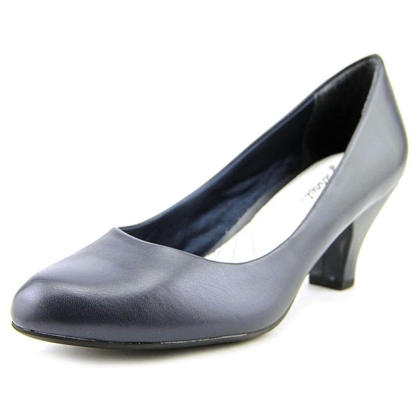 Easy Street Fabulous New Navy Pumps