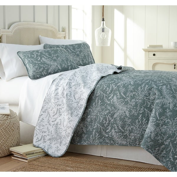 Vilano Ultra-Soft Lightweight WinterBrush 3-piece Quilt and Sham Set. Opens flyout.