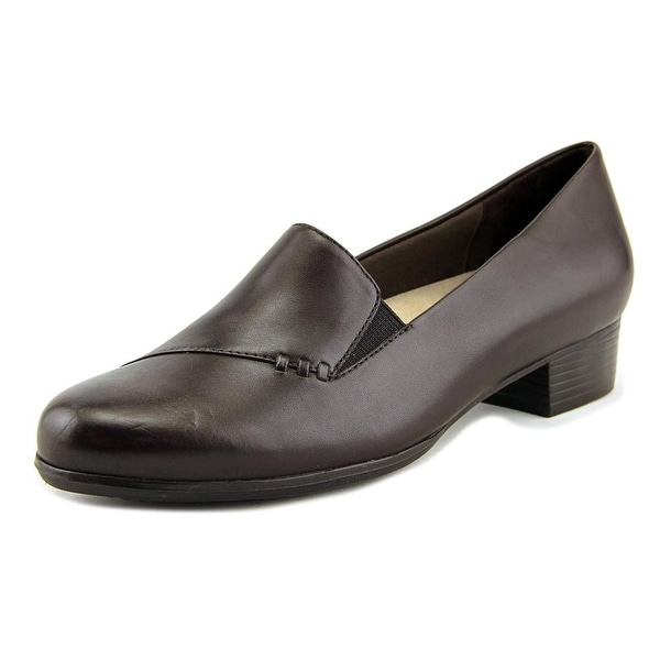 Trotters Moment Women Brown Pumps