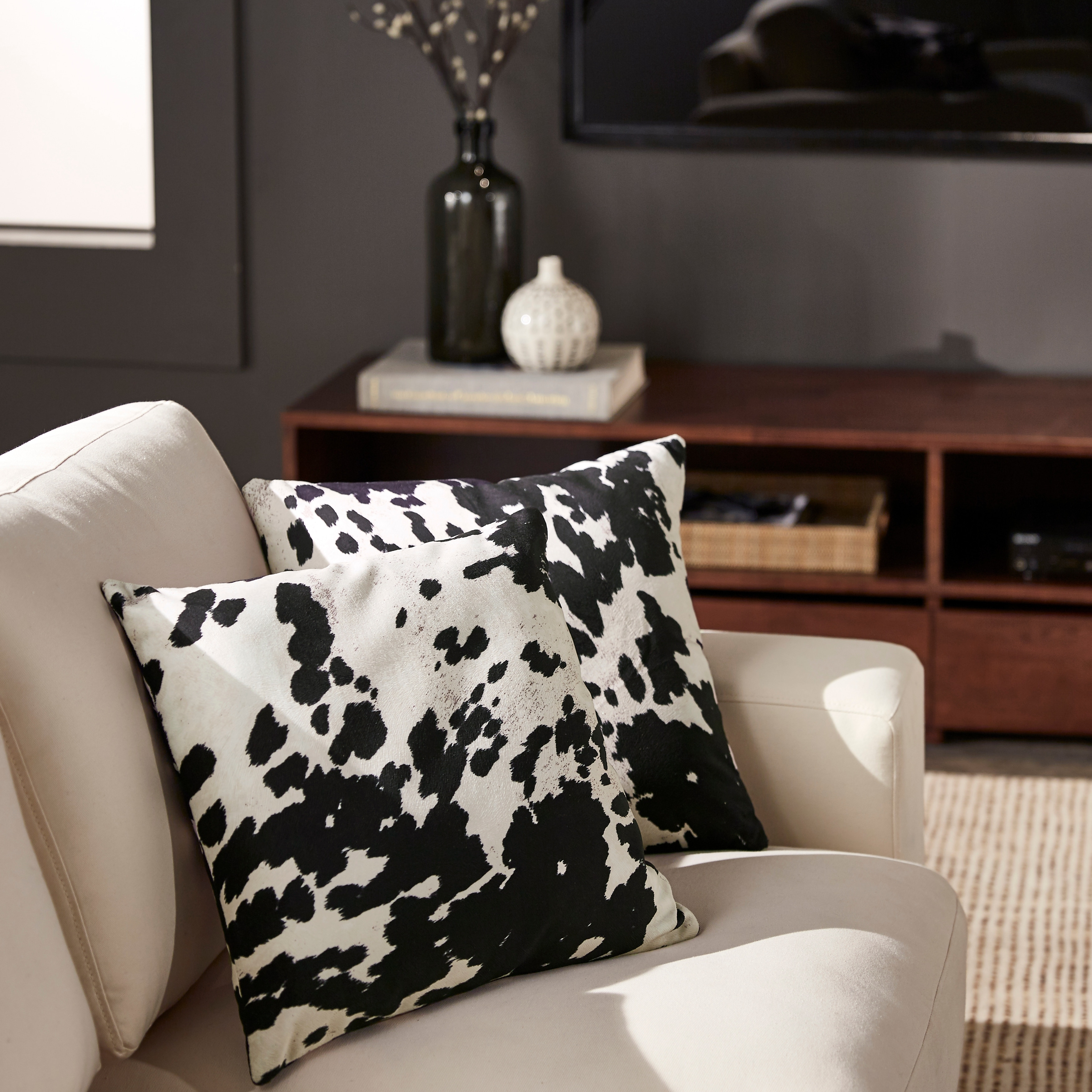 Black And White Decorative Pillows  from ak1.ostkcdn.com