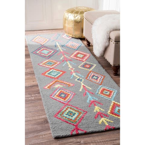 nuLoom Hand Tufted Wool Moroccan Triangle Rug