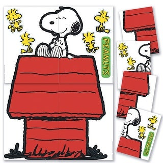 Giant Character Snoopy & Dog House