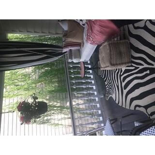 Hand-hooked Indoor/ Outdoor Zebra Patio Area Rug