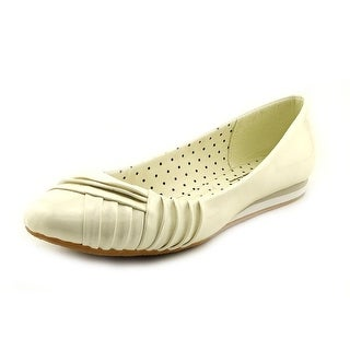 Soft Style by Hush Puppies Corrie N/S Round Toe Synthetic Flats
