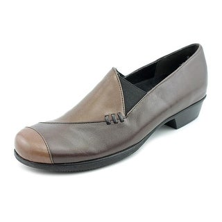 Munro American Cheryl  W Round Toe Leather  Loafer