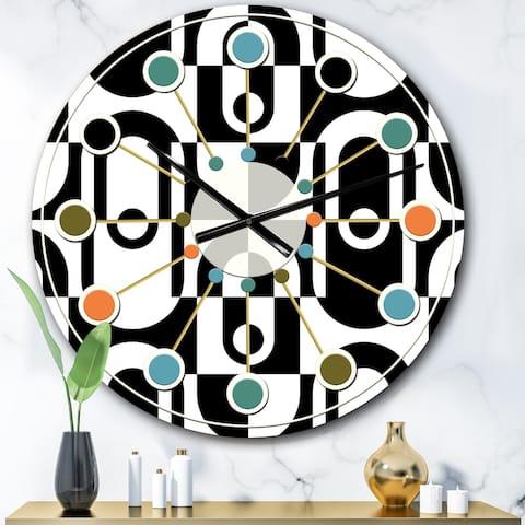 Designart 'Monochrome Geometric Pattern VIII' Mid-Century wall clock